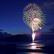 イベント◇大村夏越祭り◇初日に行われる花火は大村湾から臨め、綺麗に打ちあがります。