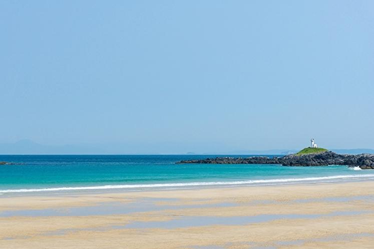 壱岐の大浜と乙島灯台