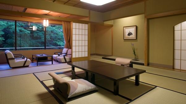 鶴仙渓の渓谷美を望む坪庭付客室<和室>:◆ダイニング食