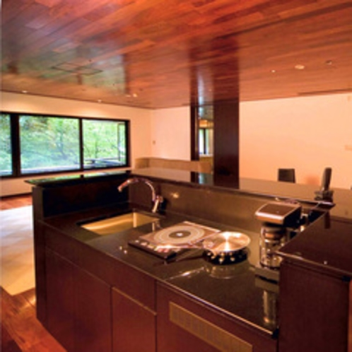 【特別室】約171平米のゆとりの広さ(夏の1)リビング IHキッチン