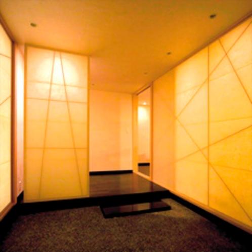 【特別室】約171平米のゆとりの広さ(春の1)和紙造りのお部屋