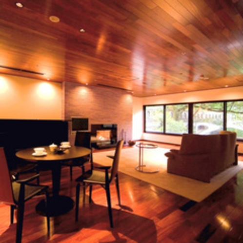 【特別室】約171平米のゆとりの広さ(夏の1)リビング
