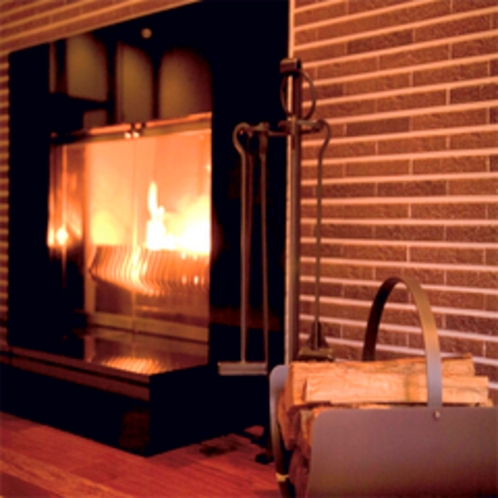 【特別室】約171平米のゆとりの広さ(夏の1)暖炉