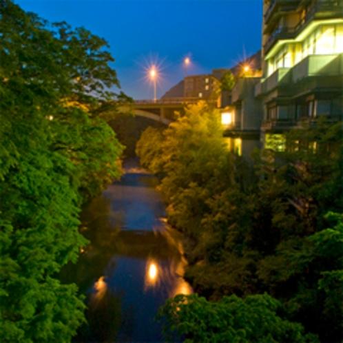 【花紫 外観】全室渓流沿いの眺望