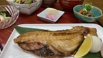 夕食 定食(一例)