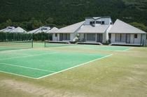 コテージ前テニスコート