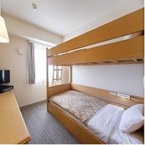 ≪2段ベッドルーム≫ベッドサイズ:100×195㎝ ファミリーやスポーツ合宿などでご利用いただいてい