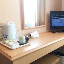 ≪客室設備≫(電気ポット、湯呑み、コップ、お茶、ドライヤー、テレビ、冷蔵庫)