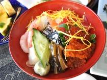 【夕食一例/おもてなしプラン】海の幸を贅沢に使用した生ちらし。