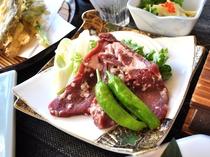 【夕食一例/おもてなしプラン】 鹿肉は柔らかくとってもジューシーですよ。