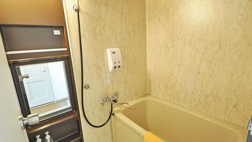【客室/特別和洋室】バス・トイレ別なので、お風呂もゆっくり入れます。