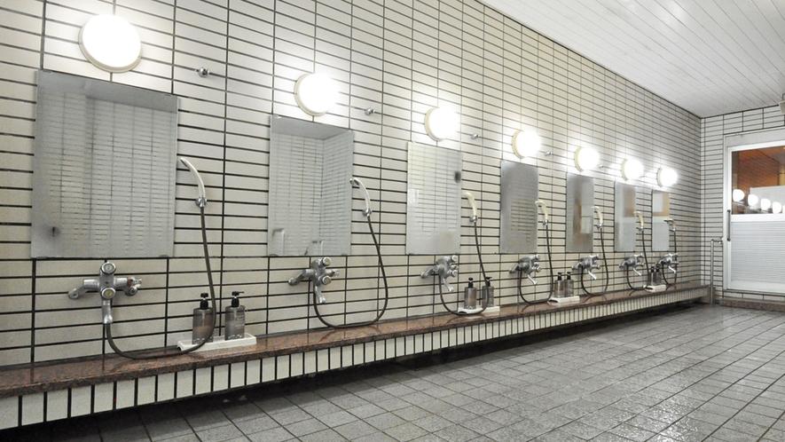 【浴場】洗い場もたくさんある広めの大浴場。
