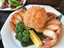 【夕食一例】毛ガニはお一人様一杯。身からカニミソまで贅沢に楽しめます。