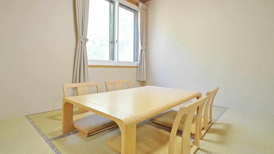【客室/バリアフリー和洋室】足を伸ばして寛げる和室もあります。