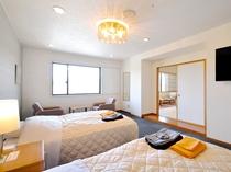 【客室/特別和洋室】最上階のお部屋でのんびりお過ごしください。