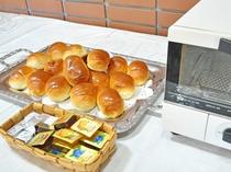 【朝食一例】パンはトースターで温めできます。