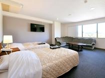 【客室/特別洋室】最上階のお部屋からは四季の自然が楽しめます。
