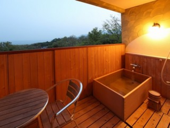 木の香の露天風呂