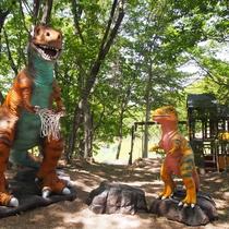 新しい森で恐竜さんたちが待っています。