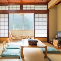 非日常空間を存分に満喫できる、落ち着いた和室10畳