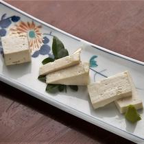 【堅豆腐 三種食べ比べ】地元のお豆腐屋さん3店舗から仕入れた堅豆腐は、どれも絶品!