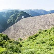 【手取川ダム】 金沢からの道中に見れる大きな手取川ダム。近くで見ると圧巻です!