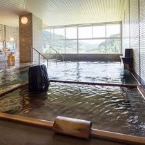 展望風呂。日本に4箇所しかない純重曹泉【絹肌の湯】