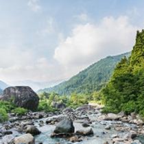 【百万貫の岩】八鵬から車で約25分のところには総重量推定4800tとも言われている岩の名所!
