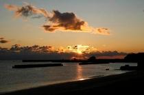 朝陽の昇る水平線