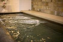 足を伸ばせる大浴場が人気