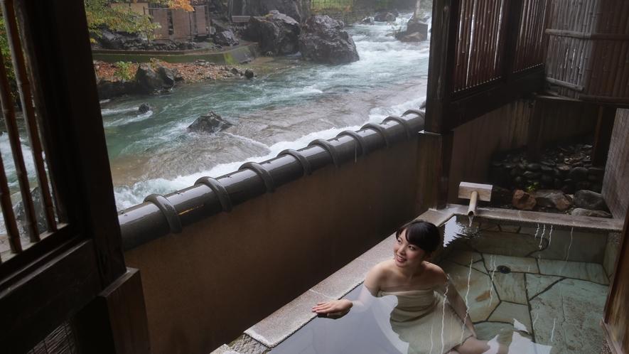 ・貸切風呂からも四万の自然豊かな景色が眺められます。