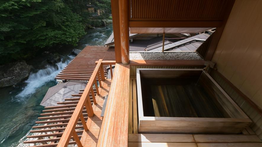 ・福寿草・四万川を正面に臨む大迫力。源泉かけ流し露天付き客室