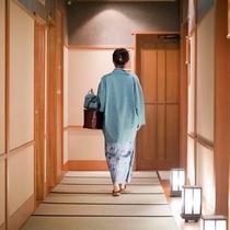 館内はとっても落ち着く和の空間。お風呂用のカゴバックはお部屋にご用意しております