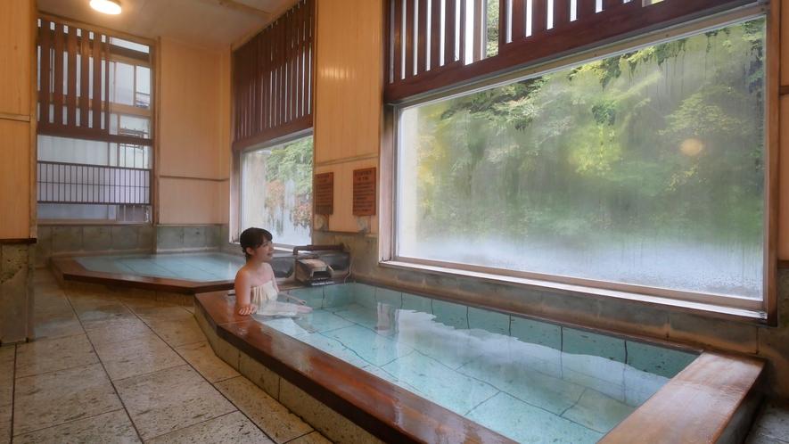 ・「瑞雲乃湯」は22時まで女湯です。ゆったり風呂(ぬる湯)とどっぷり風呂(あつ湯)が並んでいます。