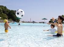 夏季限定の屋外プール