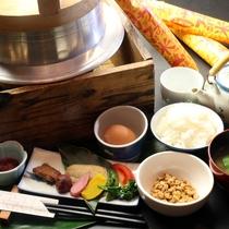 【朝食一例】羽釜で炊くつやつやピカピカ「サーファー米」は旨いですよ!