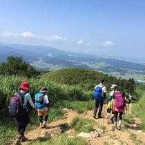 【伊吹山】周りに高い山が無いため、山頂からの眺めはまさに絶景!