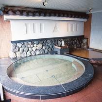 【大浴場】鉄分を多く含んだ赤色の濁り湯が特徴の温泉です♪
