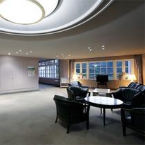*談話スペース/ゆとりある館内にはこんなスペースもございます。