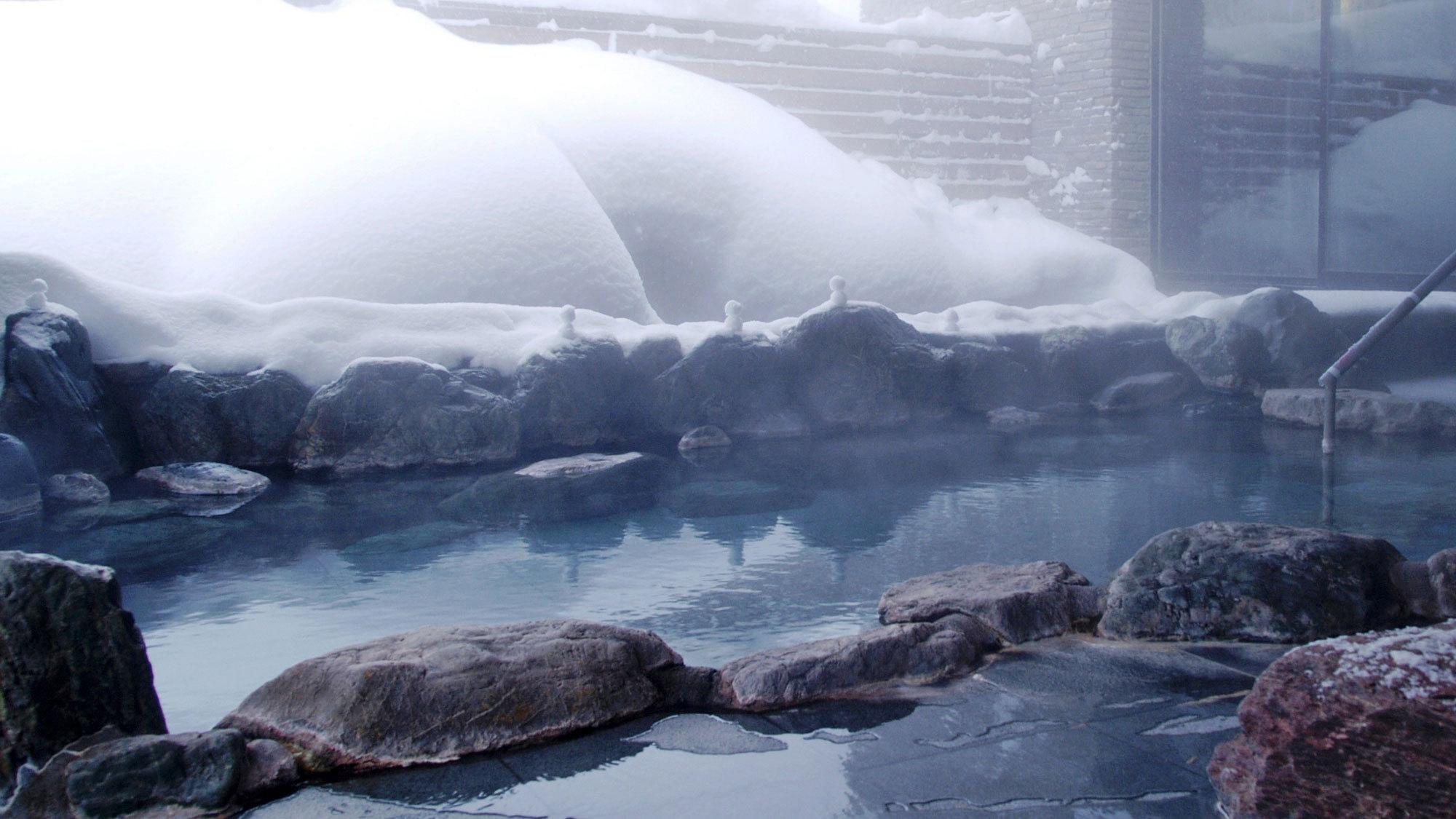 【露天風呂】ちっちゃい雪だるまと一緒に♪