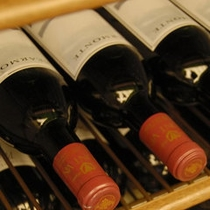富良野ワインを始め、ワイン好きが料理に合うワインをセレクト