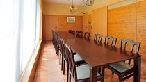 定員14名 夕食時、個室をご希望のお客様は事前にお申し付け下さい。