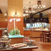 レストラン『ステラモンテ』お客様の目の前で作るキッチンでは焼きたてグリル料理をご提供。