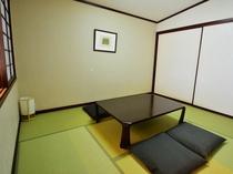 リビングスペースの横には、お子様連れのお客様にも快適な6畳の和室ルーム