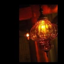 N 大浴場に灯るランプ
