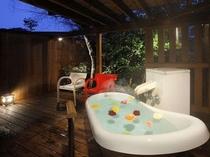 山形県寒河江(さがえ)産バラを浮かべた露天風呂