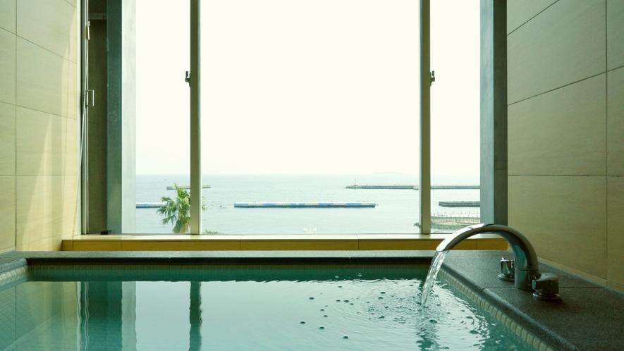 海を眺めるビューバス付/エグゼクティブルーム/2~3ベッド/46平米