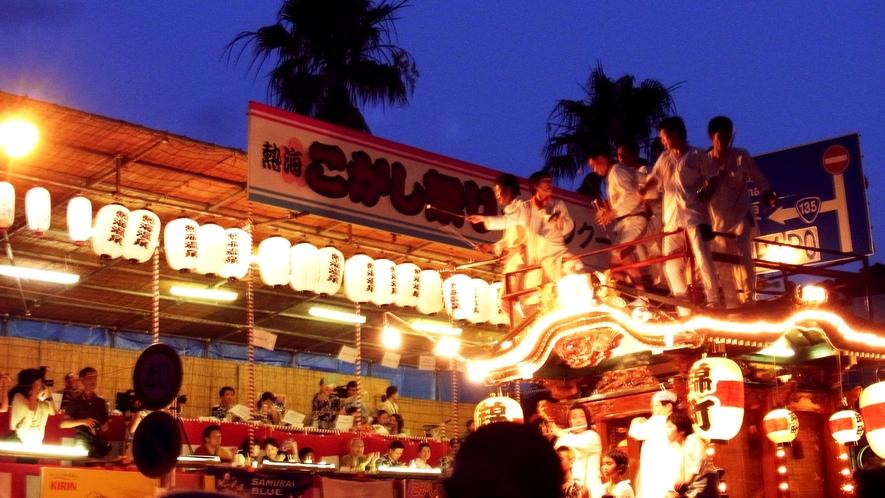 熱海こがし祭り7月中旬に開催。当館目の前で山車のコンクールがございます。