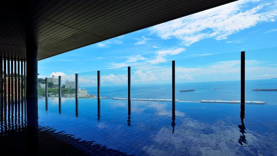 地上40Mに位置する、海を眺める絶景の露天風呂。(※男性用)