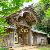 とト屋から近くにある由緒ある「竹野神社」